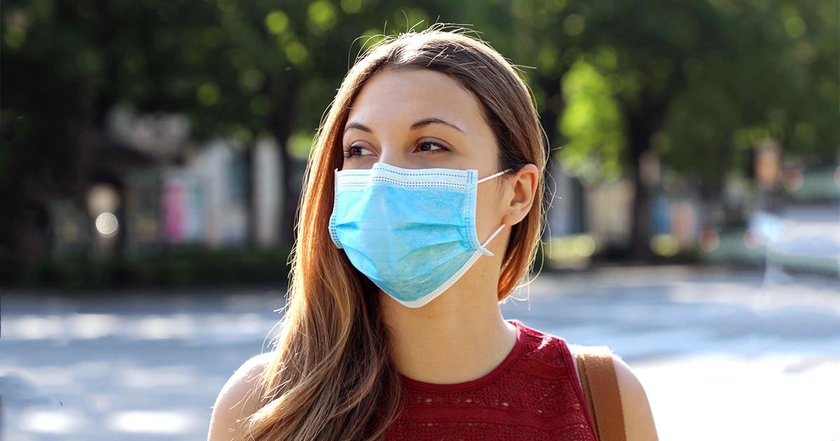 Ado avec un masque