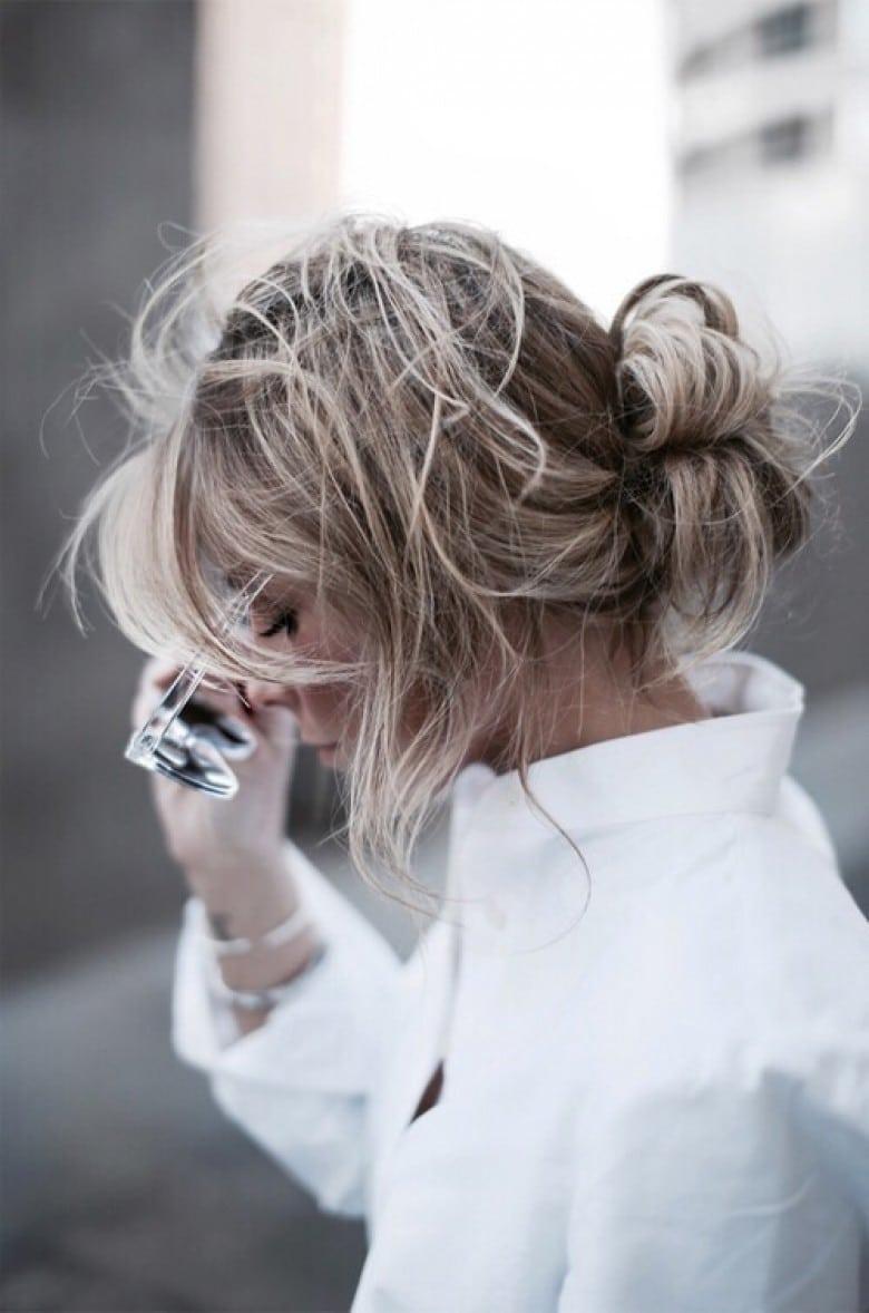 Coupe de cheveux mi-long - Le low bun