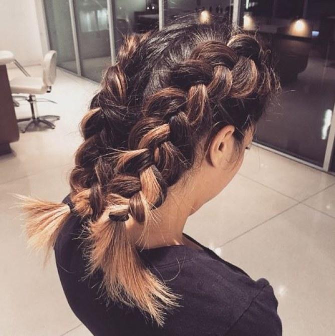 Coupe de cheveux mi-long - La tresse sur le côté