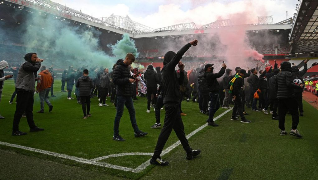 Manchester United : Les supporters envahissent Old Trafford