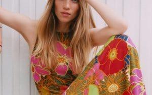 La robe à fleurs Zara parfaite pour les vacances d'été