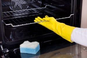 Nettoyer votre four facilement avec ces astuces incroyables et faciles à mettre en place