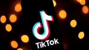 Incroyable, le record mondial de la bouche la plus large du monde battu en direct sur Tik Tok