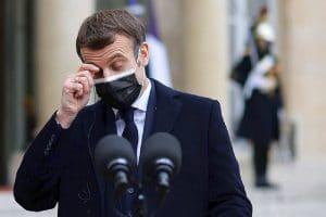 Emmanuel Macron : atteint de covid-19, ses collaborateurs seraient privés de leur téléphone pour éviter des fuites