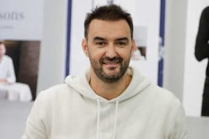 Le meilleur pâtissier : Cyril Lignac choqué après qu'une candidate ait jeté son gâteau à la poubelle