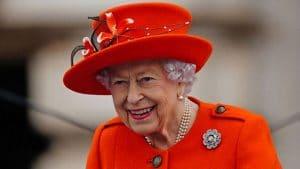 Elizabeth II : sublime en rouge coquelicot pour son dernier engagement apprécié par William et Kate